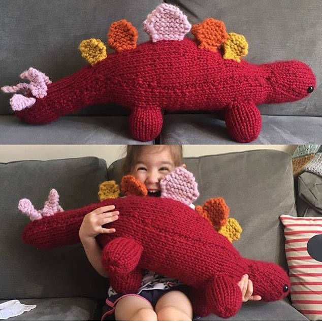 After taking another short break MOTW is back. This week our maker is @flicmerrison. I love how this sunset dinosaur really makes you smile. And talking of Curious Projects Bag 15 is being shipped this week! 👀 #sincerelylouise #knittersgonnaknit #crafting #jurassicworld #stegosaurus #cygnetyarns #chunkyknit #plushie #kidsplay #etsysheff #southyorkshire #yorkshirebloggers #diy #etsyseller #makersmovement