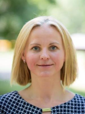"""Aušra Kauffman - MOKYTOJABaigė Kauno technologijos universitetą ir įgijo verslo administravimo bakalaurą.Studijavo NOVA ir įgijo ankstyvojo vaikų ugdymo mokytojos pažymėjimą.Dirba savo įsteigtame darželyje ,,Kauffman Academy LLC""""."""