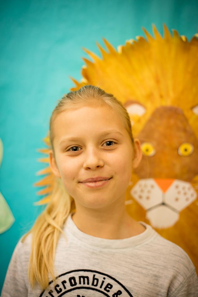 """Anna Glenn (11metų) - Mergaitė domisi istorija ir jos mėgstamiausias lietuviškas žodis yra """"paukštis""""! Annai patinka šokti """"Pasėjau kanapę."""""""