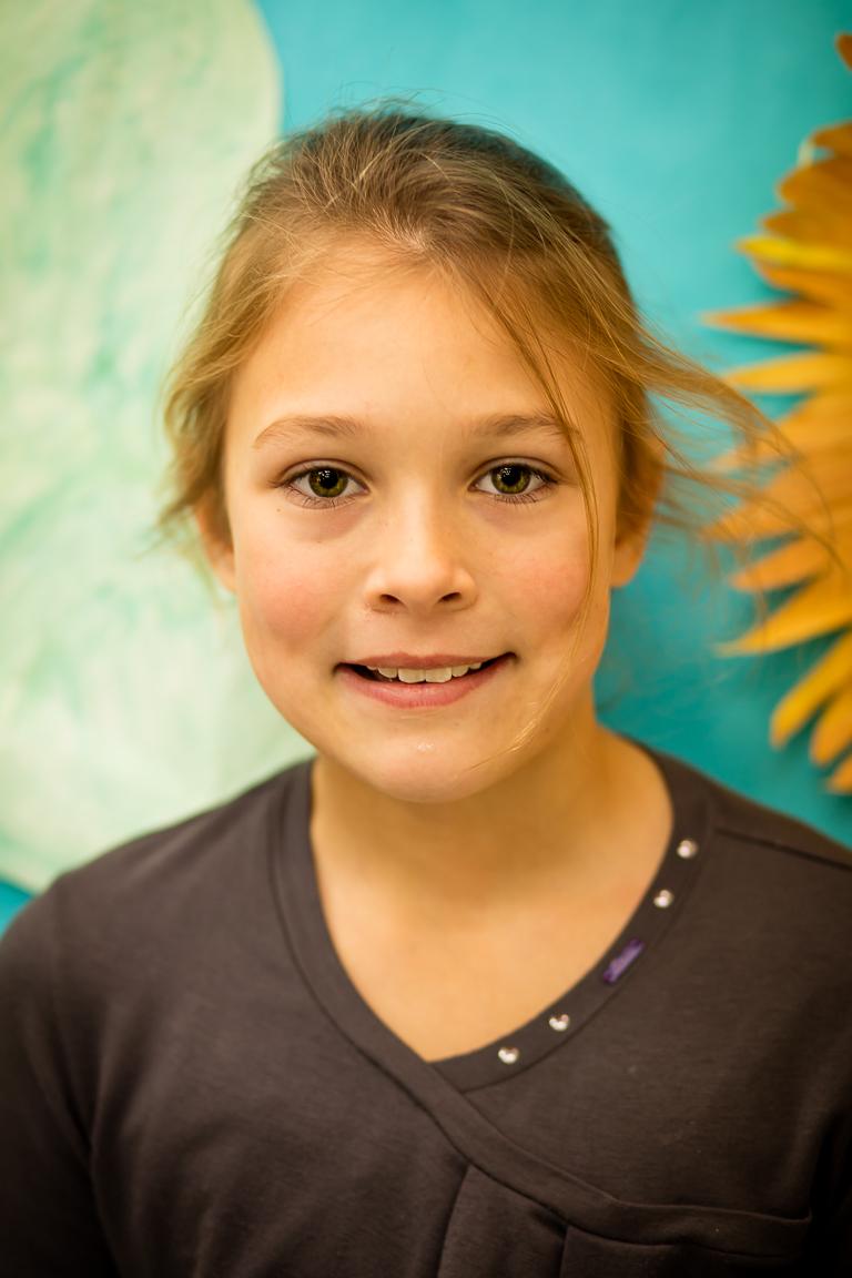 """Sofia Vorobjovas (9 metai) - Matematika– Sofijos mėgstamiausia pamoka. Svarbiausias lietuviškas žodis yra """"labas""""! Sofijai patinka šokti """"Pasėjau kanapę""""."""