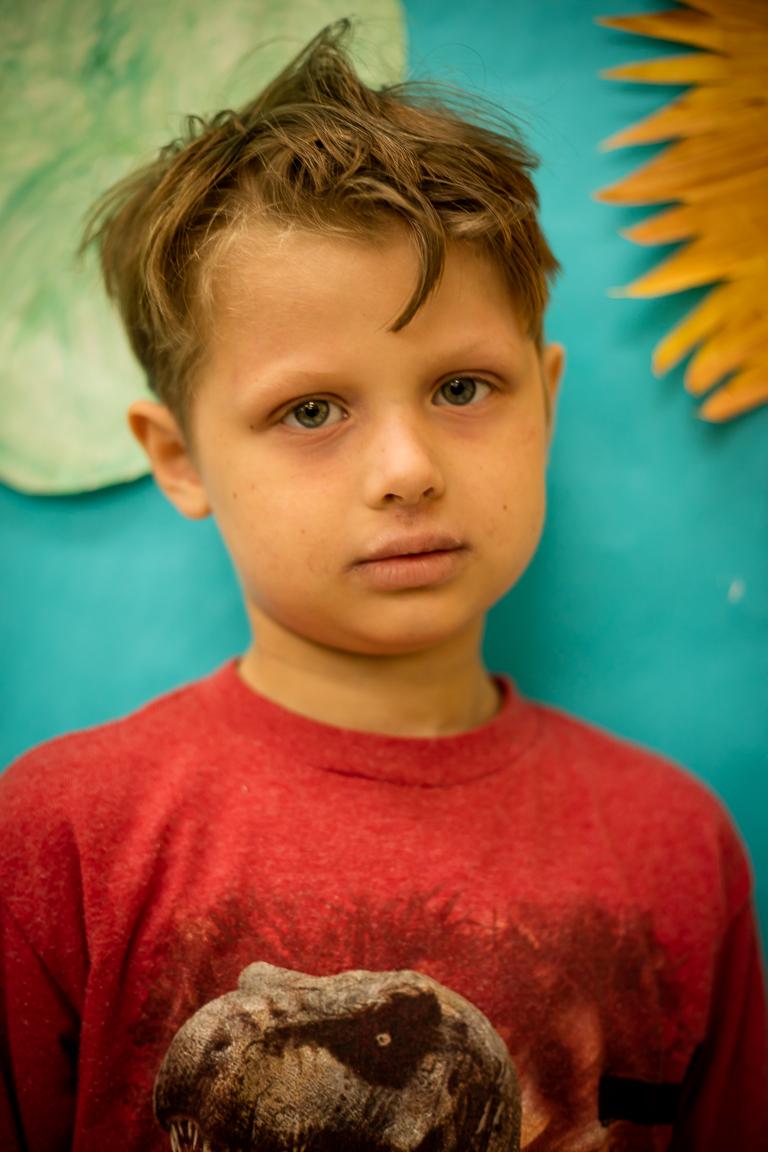 """Darius Teel (6 metai) - Dariui patinka piešti, o jam mieliasias lietuviškasžodis yra """"krepšinis"""". """"Vėjo malūnėlis"""" – Dariaus mėgstamiausias šokis."""