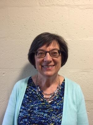 Kristina Parėštytė Nakienė - MOKYTOJAStudijavo prancūzų ir rusų kalbas ir literatūrą Hamiltono McMaster ir Toronto universitetuose Kanadoje.Dvylika metų dirbo Amerikos balso radijuje, lietuvių skyriuje Vašingtone.2004 metais įsigijo teologijos magistro laipsnį Notre Dame Graduate School of Christendom College.Dešimt metų dėstė tikybą ir anglų kalbą vyresniems mokiniams Corpus Christi katalikų mokykloje, Falls Church, Virginia.Ruošia mokinius Pirmajai Komunijai ir Sutvirtinimo sakramentui Vašingtono apylinkės lietuvių šeštadieninėse mokyklose.