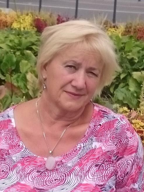 ZOFIJA EIDUKAITIENĖ - MOKYTOJABaigė Vilniaus valstybinio pedagoginio instituto bakalauro studijas (VVPI)ir įgijo matematikos mokytojos specialybę.Dirbo Lietuvoje 5-12 klasių matematikos mokytoja metodininke,vadovavo mokyklos matematikos mokytojų metodinei veiklai.Buvo klasės auklėtoja keturioms dvyliktokų laidoms.Buvo mokyklos tarybos narė.Dirbo mokytojos padėjėja Lietuvių mokykloje Vašingtone.
