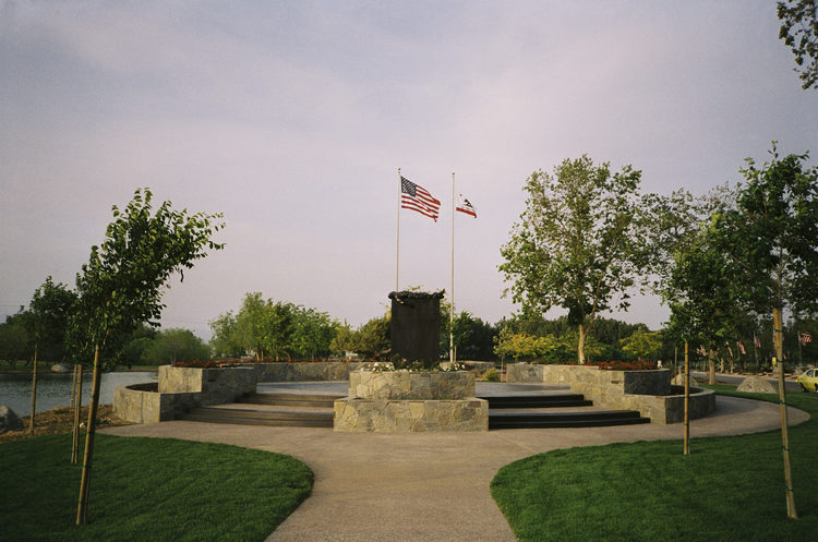 VETERANS+MEMORIAL-Riverside+National+Cemetery.Jpg