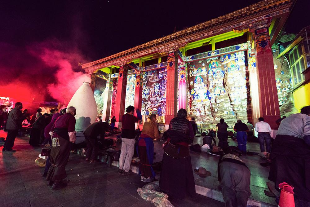 lhasa-prostration-chakpori.jpg