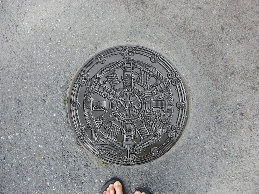 The section of Thompson's dynamo recreated on a sewer cover.
