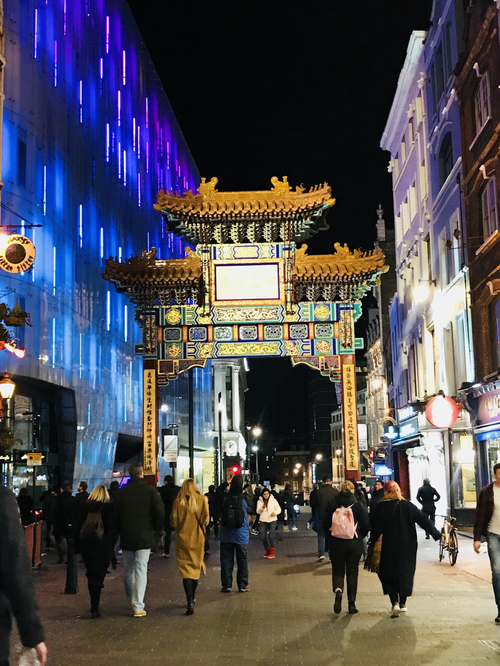 Lesson 7 : There is a China town everywhere you go in the world . this is China town in London .