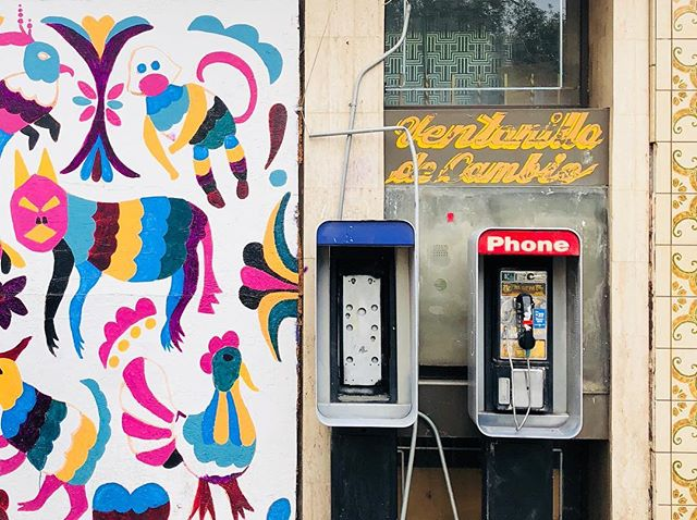 Let me call you back. . #elpaso #downtownelpaso #elpasomurals #muralsofelpaso #animalmural #mural #handpainted #oldphone #payphone #handlettering #tile #oldtile #graphic #elpasotx #elpasoproud #elpasoart