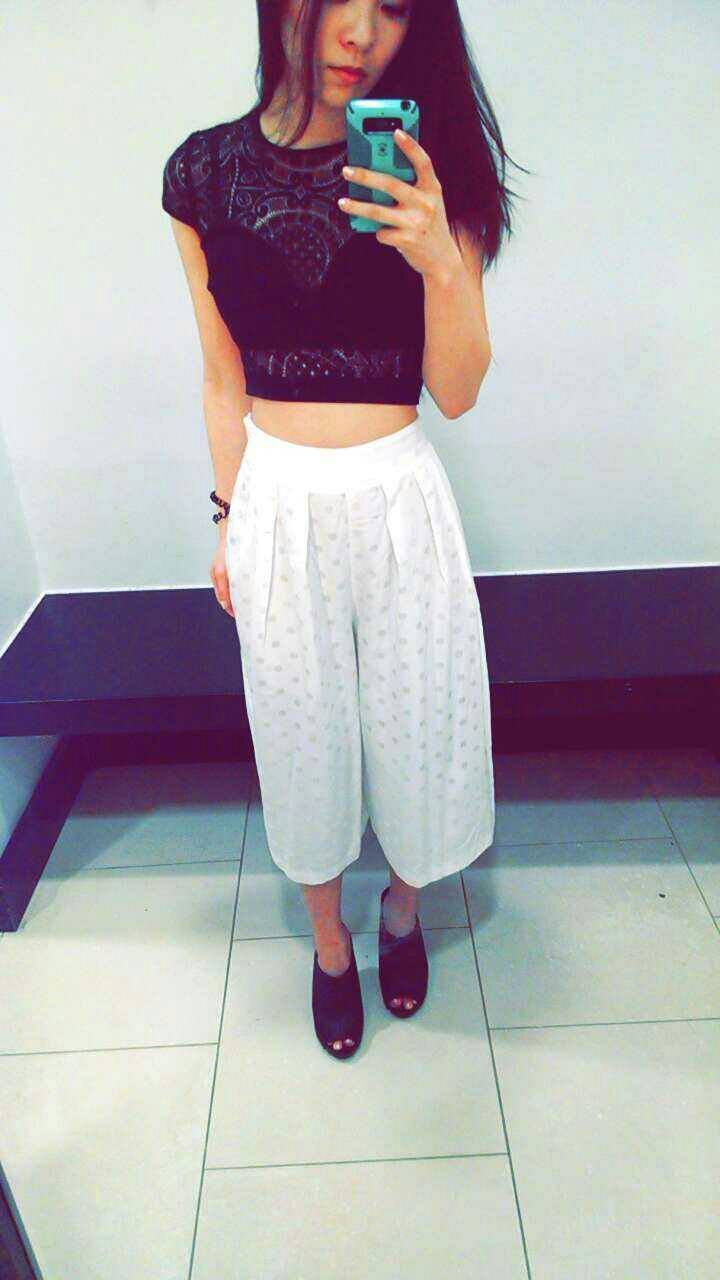 Crop top: bebe, bottoms: ASOS. Check out my review on these pants  here .