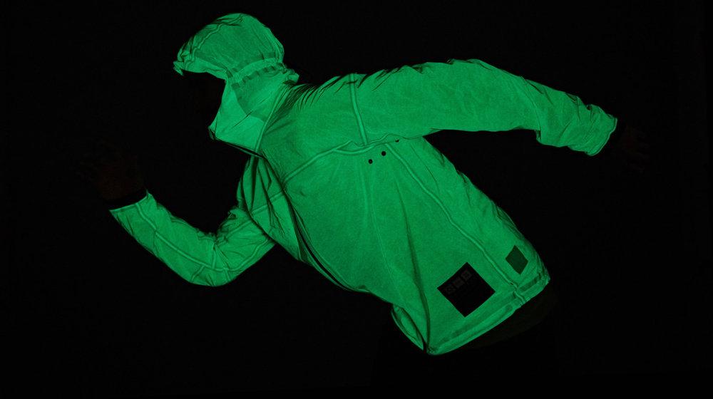 Vollebak-glow-side-run-bright-2752-2752x1200.jpg