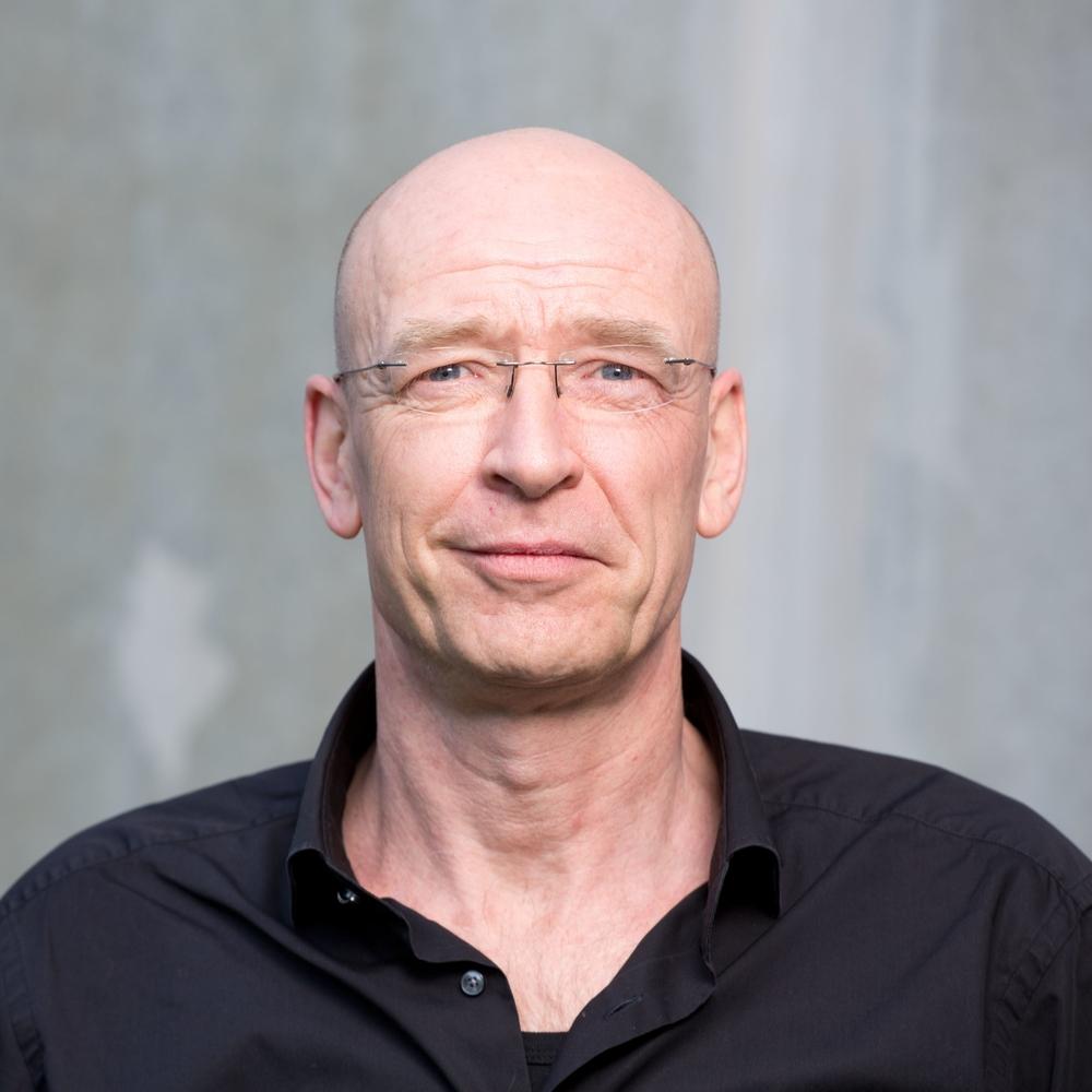 Jochen,CFO