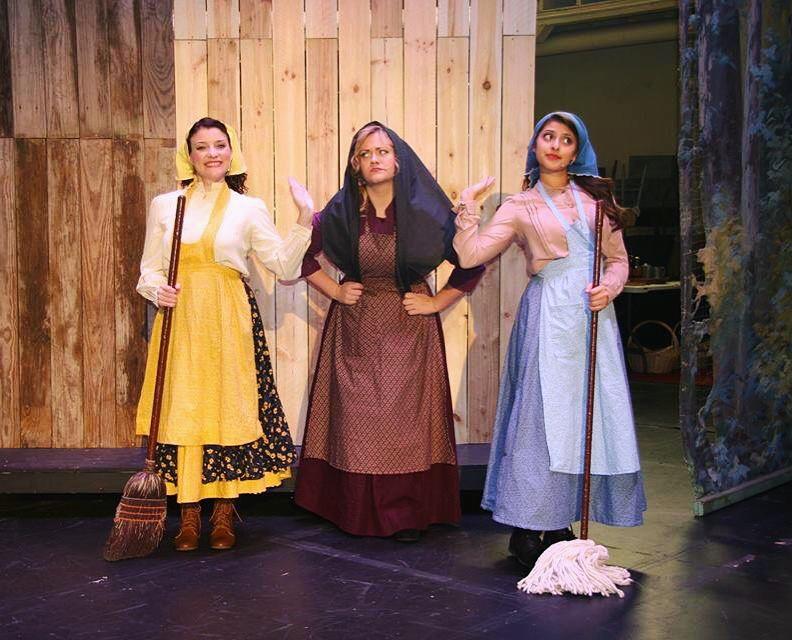 Chava (Lydia Harbutz), Tzeitel (Julia Faust) and Hodel (Hannah Fernandes)