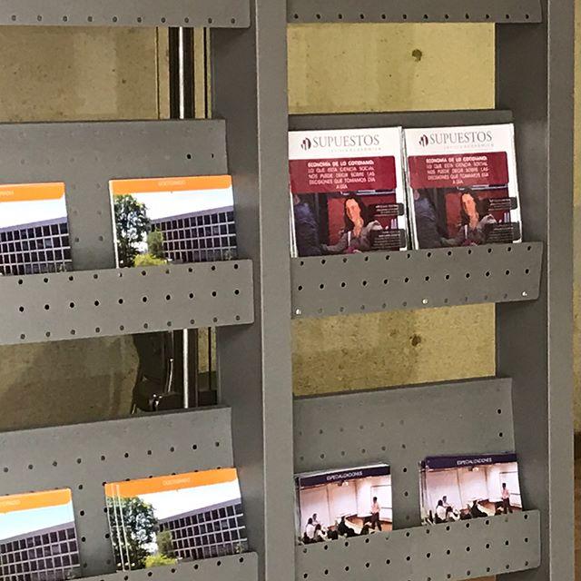 ¡Encuentra la última edición impresa de la Revista Supuestos en los principales puntos de la Universidad!