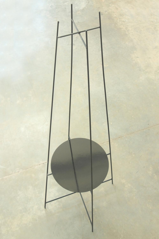 PY2   Estructura de varilla metálica Ø10mm  Dimensiones: - 2200 x 500 x 500  Terminación: pintura a horno