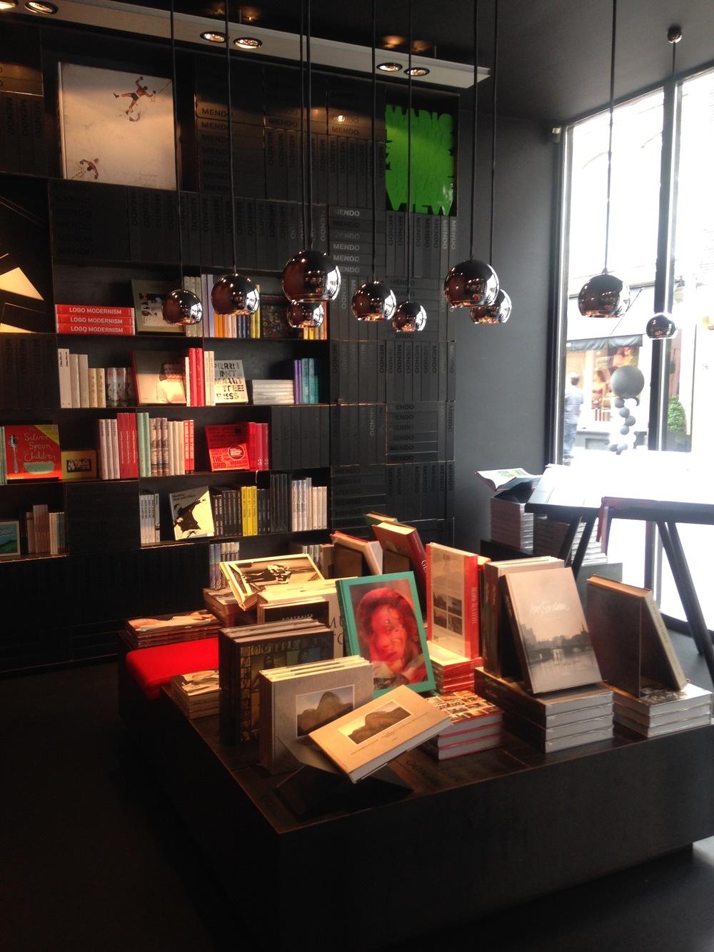 mendo books amsterdam