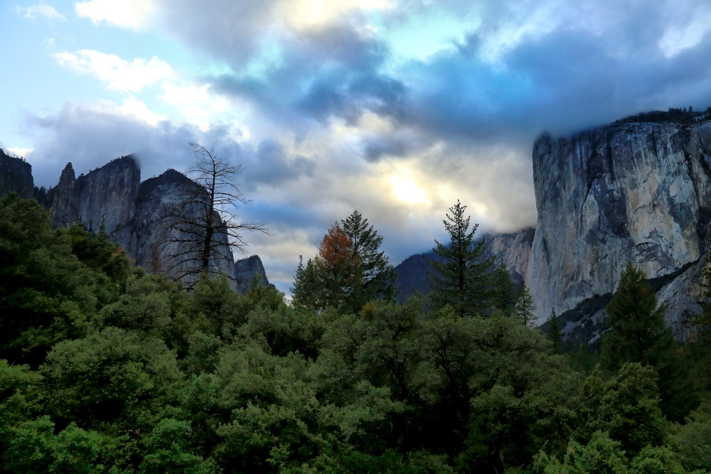 The sun dips towards the end of the valley and the clouds roll in as my day in Yosemite came to an end.
