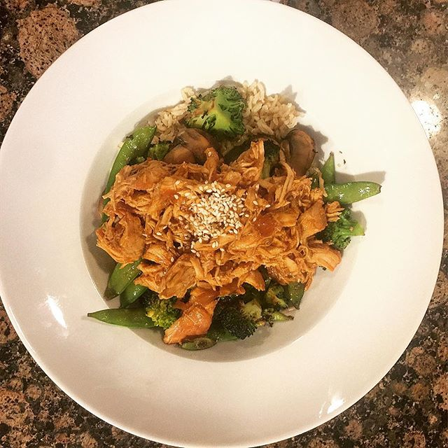 Crockpot sesame chicken // all the veggies // brown rice 😋😋 #yesplease . . . . . #cleaneating #wholefoods #eatwell #bewell #healthy #fitness #fit #fitnessgirl #fitgirl #health #wellness #food #crockpot #cleanfood