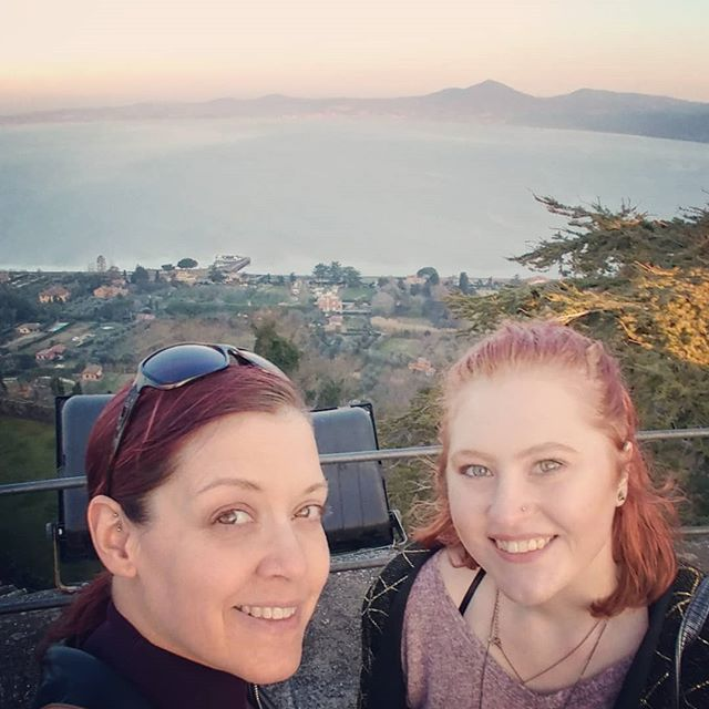 Sunday vibes! * * * #castle #bracciano #billandted #sunday #besties #sundayafternoon #getupgetout #touristday