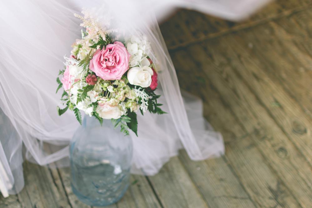 Rustic_Barn_Flowers.jpg