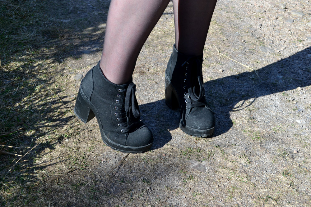 Black lace up boots - H&M £7 (sold out)