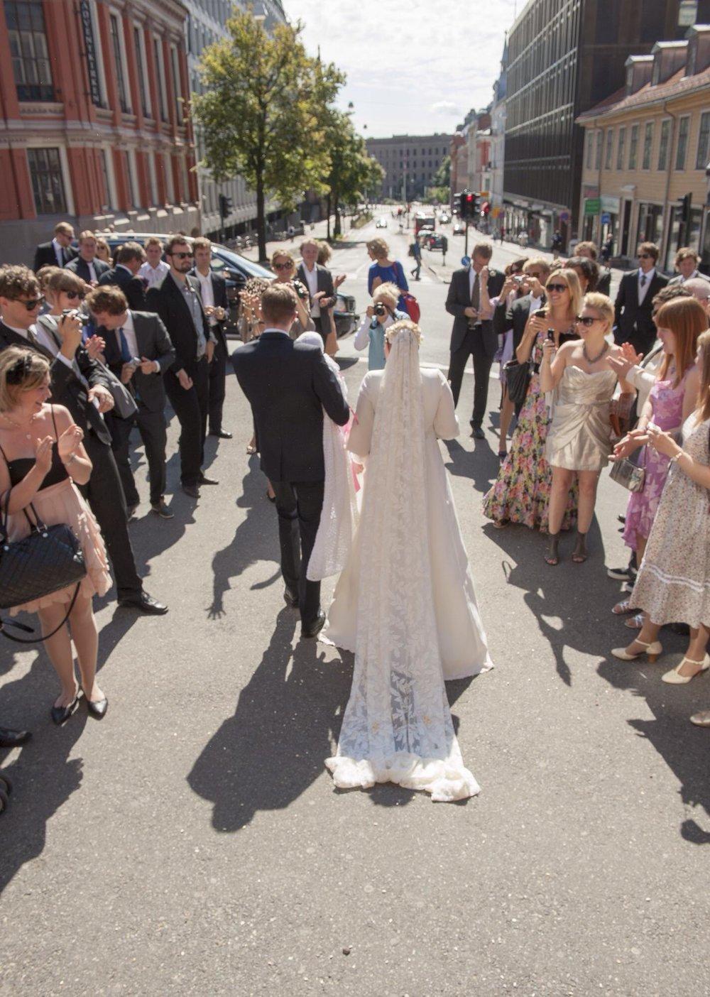 Bryllup - Kjærlighetsfest, merkedag og ikke minst foreningen av to familier. Bryllup er så fantastisk! Med litt planlegging vil også alle generasjoner trives på dansegulvet til langt på natt!