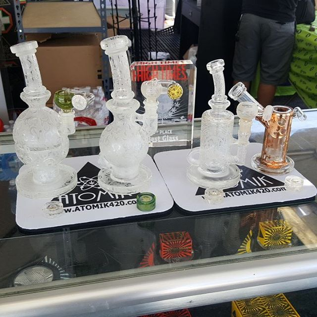 Dont forget to vote for Atomik #bestglass. @hightimesmagazine @atomik420 @atomikmoonrocks @mothership_glass @lurchglass @thenameslamar @freeek @turtletimeglass @boomfelazi @mullerglass @nexus @dwreckglass @teamdeathstar.  It feels 15 degrees cooler out here today at the @hightimesmagazine Concentrate cup. There is still time to come grab a #moonrip of the Atomik moonrocks or a dab of some of the @1stopextracts.  #atomik #atomik420 #atomikmoonrocks #moonrock #poweredbyweedmaps #Hightimes #cannabiscup #award #winning #moonrocks #infusedcannabis #sclabs #theclear #popnaturals #weedmaps #legalize #cannabis #420 #marijuana #mmj #nugporn #strongaf #takeyourhightothenextlevel #rewardyourself #⚛