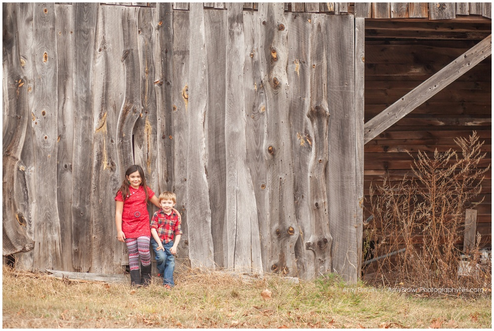 Epping NH family photographer | rustic barn location