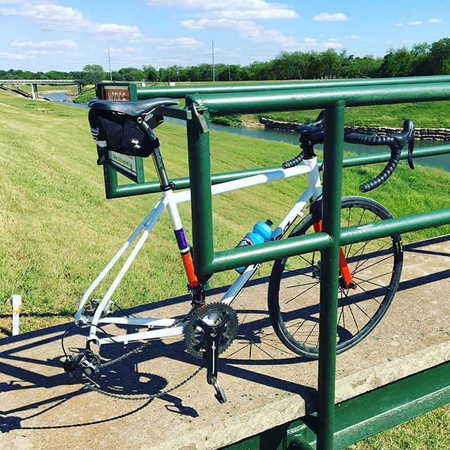 Just two miles into the ride I had to make use of the #urbanrepairstand. #smoothlube . Should of ridden my #giantpropel with tubeless technology!