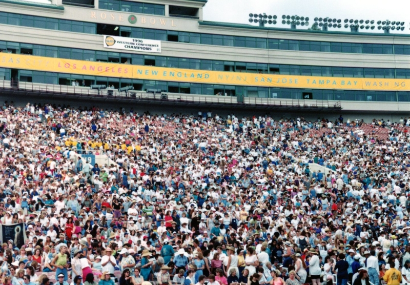 Thousands of women come to Chosen Women stadium events 1997-1999