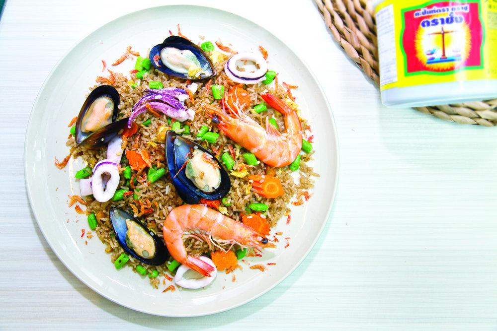 106 Khao Kluk Kapi (Thai Fried Rice with Shrimp Paste).jpg