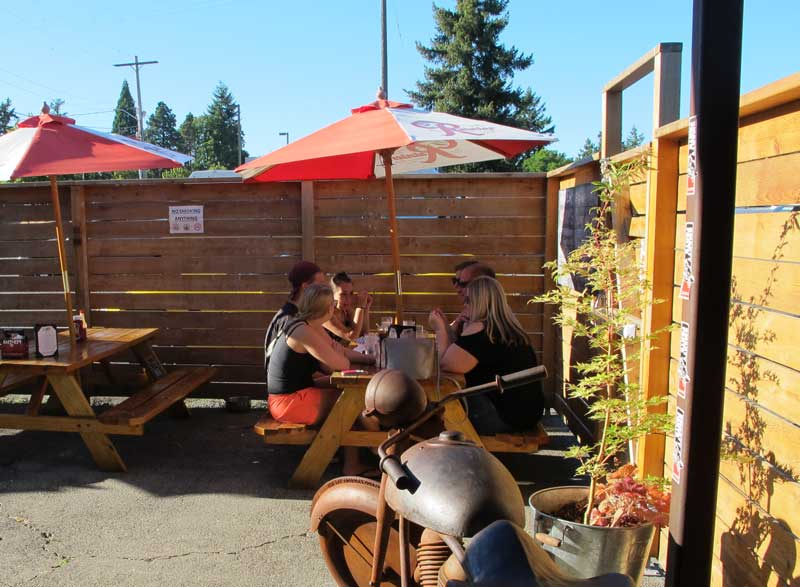 smarty-pants-garage-in-burien_patio-in-summer.jpg