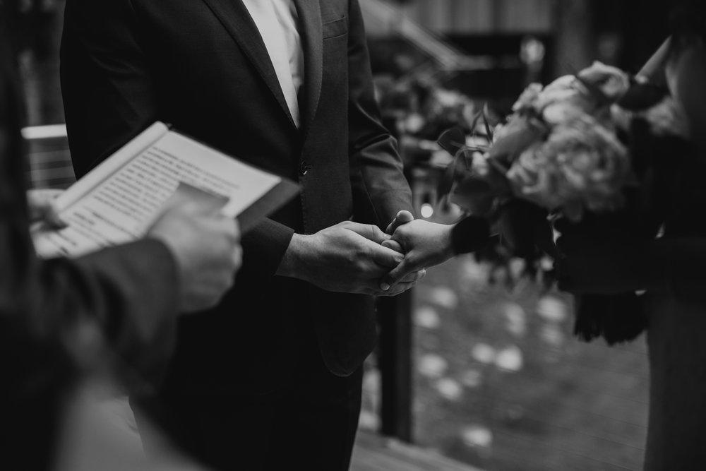 CABIN WEDDING SKAMANIA LODGE_JOSH HALEY_JENNY CHOKBENGBOUN PHOTO _-67.JPG