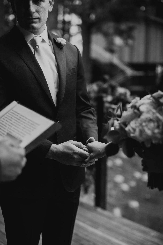 CABIN WEDDING SKAMANIA LODGE_JOSH HALEY_JENNY CHOKBENGBOUN PHOTO _-68 copy.jpg
