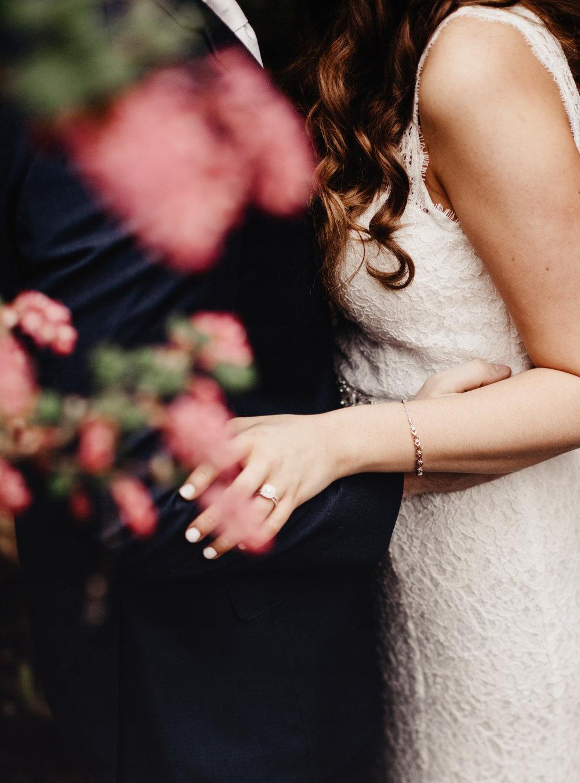 CABIN WEDDING SKAMANIA LODGE_JOSH HALEY_JENNY CHOKBENGBOUN PHOTO _-218 copy.jpg