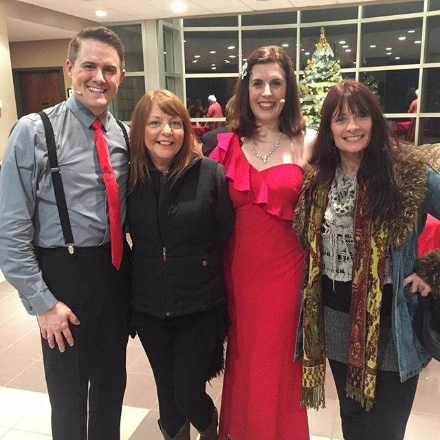 A fun holiday show tonight with a lovely audience in #WestJefferson #NorthCarolina... and a visit from our friends at LOVE IS A ROSE (a wonderful Linda Ronstadt tribute)! . . . . . #twoontap #singing #nyc #manhattan #songanddance #dance #tap #tapdance #tapping #broadway #gershwin #berlin #jazz #standards #singinggroups #instasinging #music #instamusic #musician #musicians #singers #tappers
