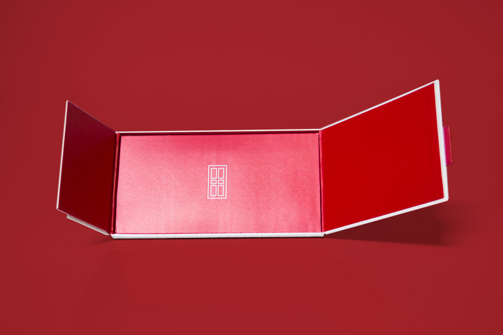 elizabeth-arden-the-red-door-spa-retail-packaging-design-rob-repta-3.jpg