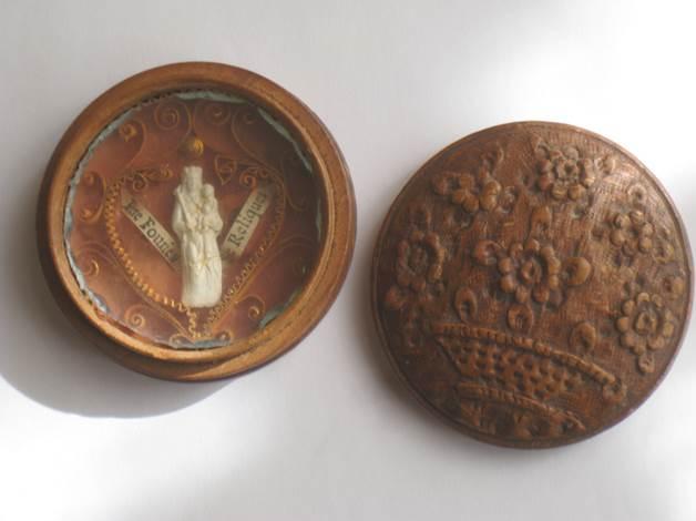Relique de Saint Pierre Fourrier ans une boîte en bois de Sainte Lucie