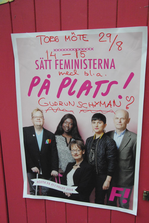 Affiche du parti avec les têtes de liste pour les législatives. © Bérangère Le Petit