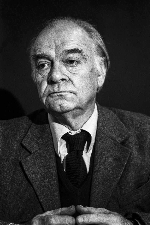 Denis De Rougemont à Genève dans les années 1970. © Max Vaterlaus / Keystone / Photopress-archiv str Denis de Rougemont, Schriftsteller, aufgenommen in den 1970er Jahren in Genf. (KEYSTONE/Max Vaterlaus)