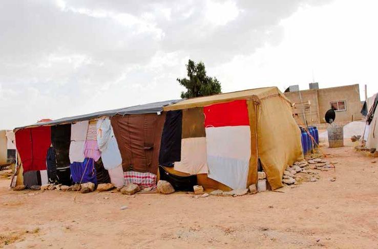 Certains Jordaniens vont jusqu'à accueillir les tentes des réfugiés syriens dans leur propres jardins en leur faisant profiter de leur réseau d'eau et d'électricité.