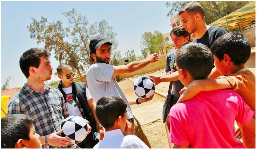 L'ONG dar Al Yasmin organise des activités pour les Syriens et les Jordaniens, notamment des matches de football, afin de souder les communautés.