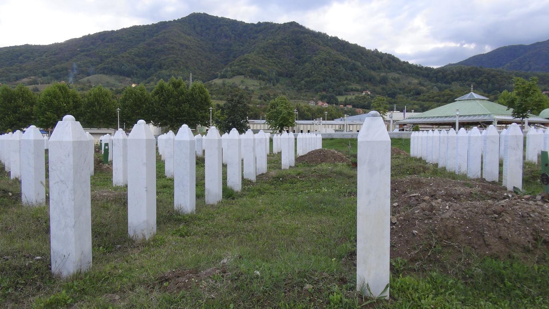 Tombes des victimes du génocide de 1995 à Srebrenica, Bosnie-Herzégovine. © Cécile Boss / septembre 2013
