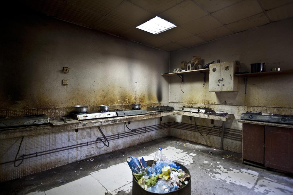 Doha, Qatar. L'intérieur d'un logement pour les travailleurs dans la zone industrielle de la capitale. © Matilde Gattoni / Novembre 2014