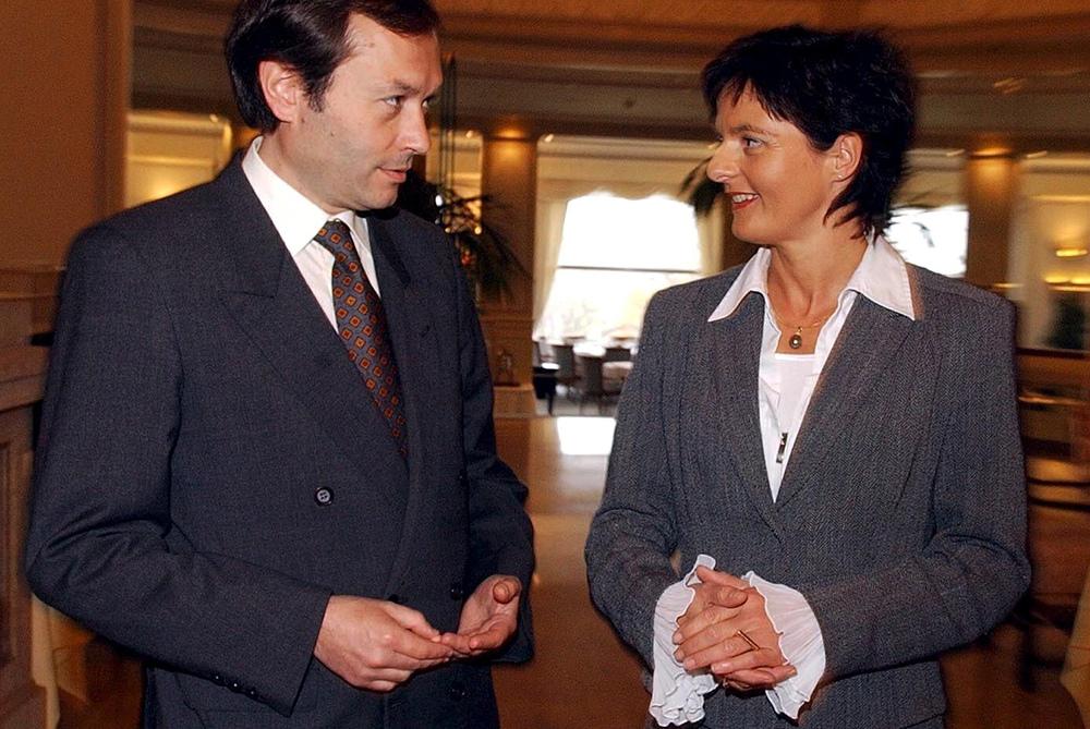L'ex-ministre argentin de la justice Gustavo Béliz avec son homologue suisse Ruth Metzler. © Keystone / Walter Bieri / Zurich, 11 novembre 2003
