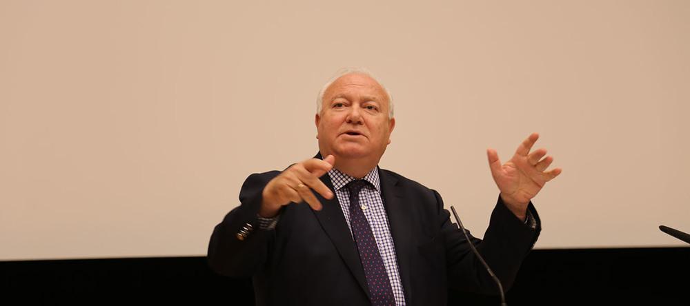Miguel Moratinos lors de sa conférence à l'Université de Genève. © Charlotte Julie / 18 mai 2016