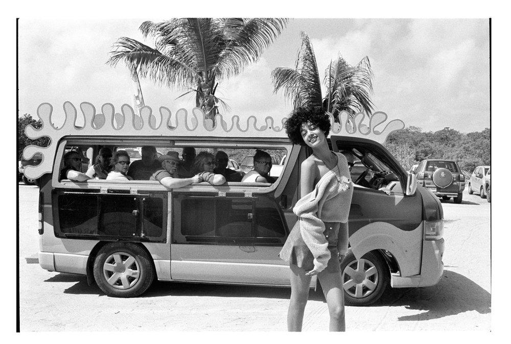Damaris Goddrie dans les Caraïbes néerlandaises pour Vogue Netherlands. © Quentin de Briey