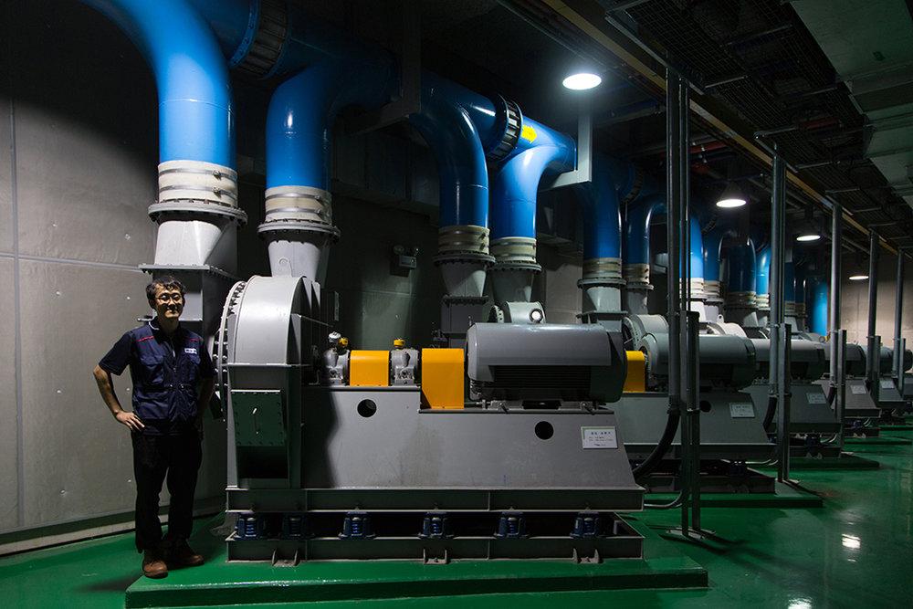 L'«automated waste collection plant», système souterrain de gestion des déchets, permet de réceptionner ces derniers directement depuis les appartements. Les camions-poubelle n'existent pas à Songdo. © Stéphanie Buret / juillet-août 2016