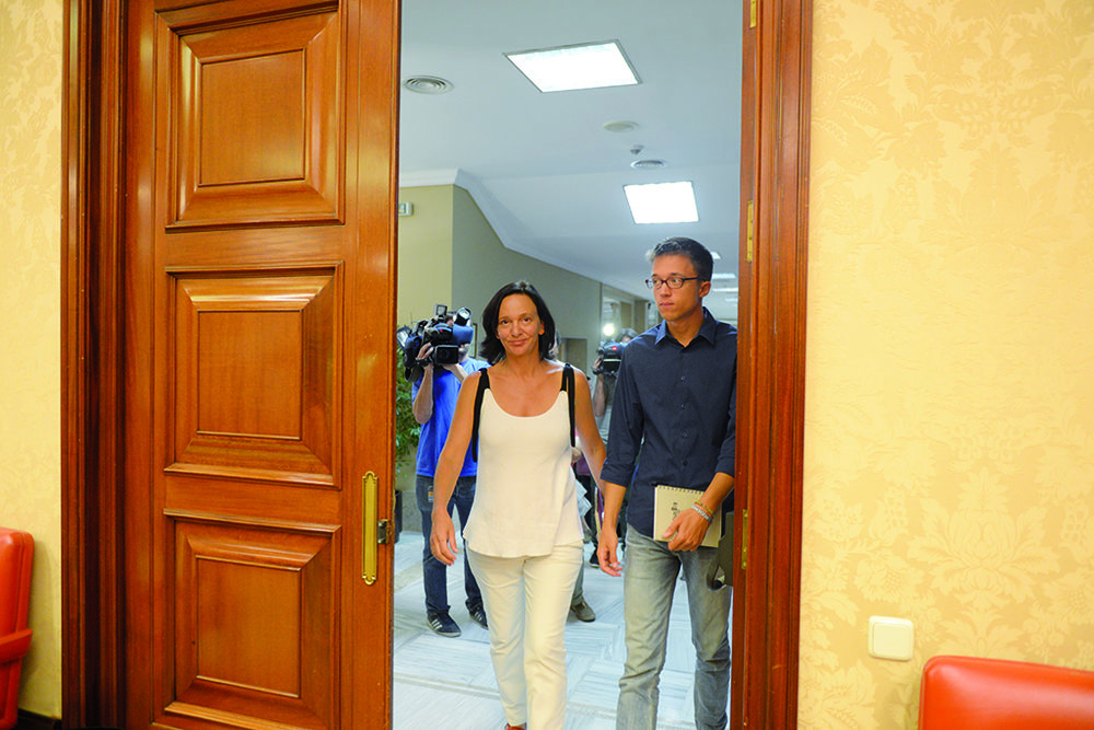 La députée Carolina Bescansa lleva et Iñigo Errejón, secrétaire politique de  Podemos . © Dani Gago / Madrid, 30 août 2016