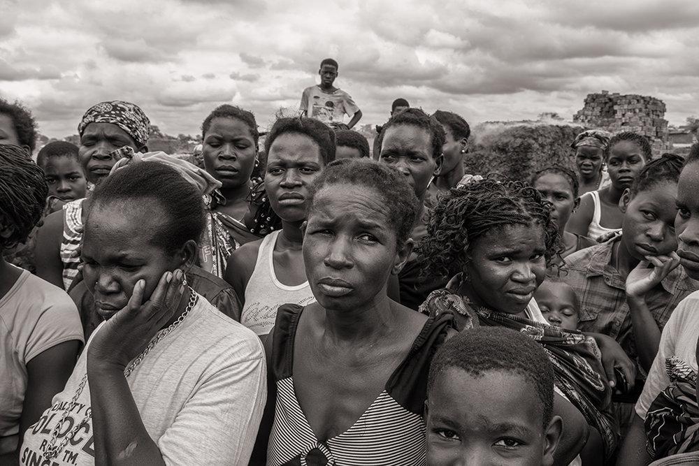 Les habitants du village de Bagamoyo vivent leurs derniers moments à l'écart des mines de charbon. l'entreprise Vale a obtenu une concession pour exploiter le charbon a proximité immédiate du village. Cette implantation menace les champs et les fabriques de briques, seuls revenus des villageois. © Benjamin Hoffmann / Inediz /Bagamoyo, 18 décembre 2013.