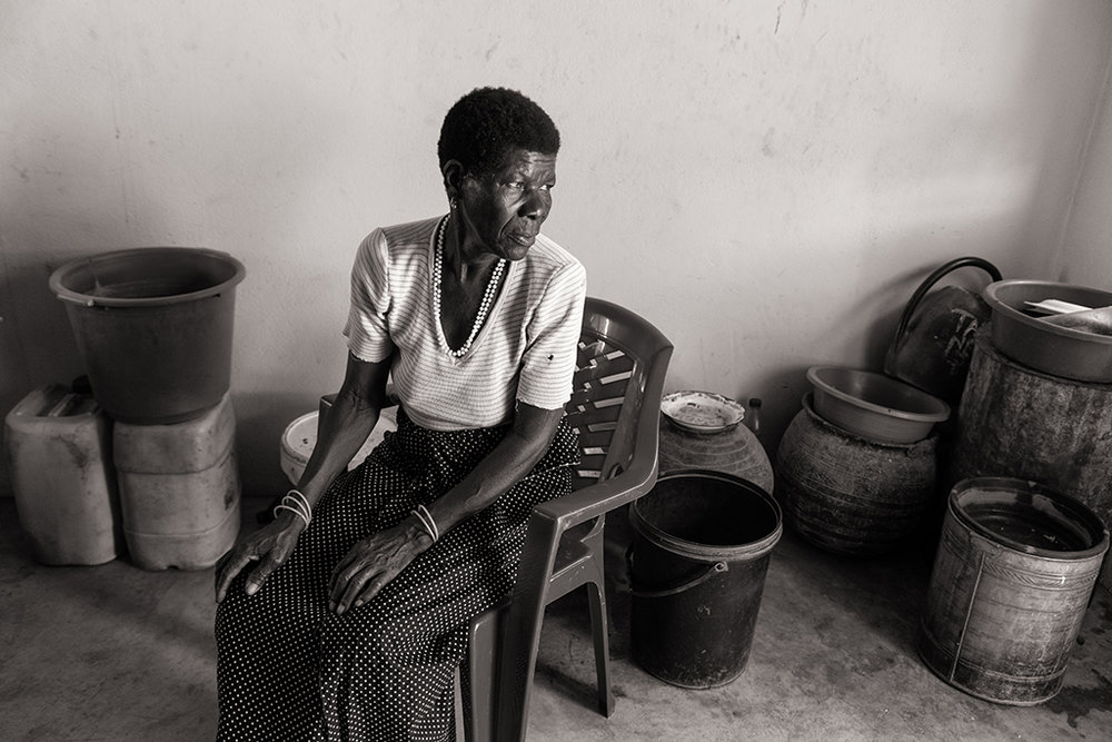 Ramilia Saizi a perdu son mari et est désormais sans ressources. Sans terrain à cultiver, elle compte sur l'assistance de ses voisins pour subsister. © Benjamin Hoffmann / Inediz / Cateme, 19 décembre 2013